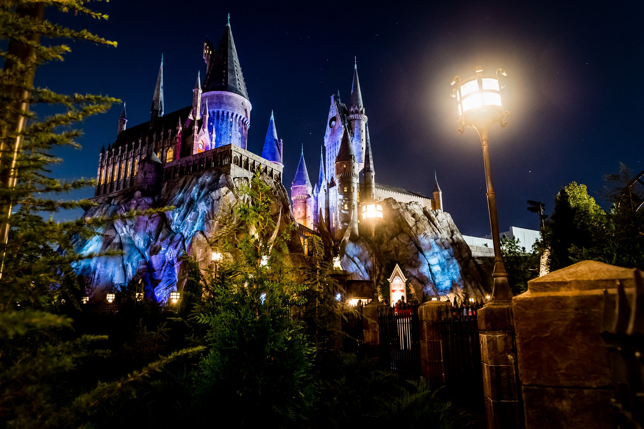 Dramatic and colorful nighttime photo of Hogwarts Castle at the Wizarding World of Harry Potter