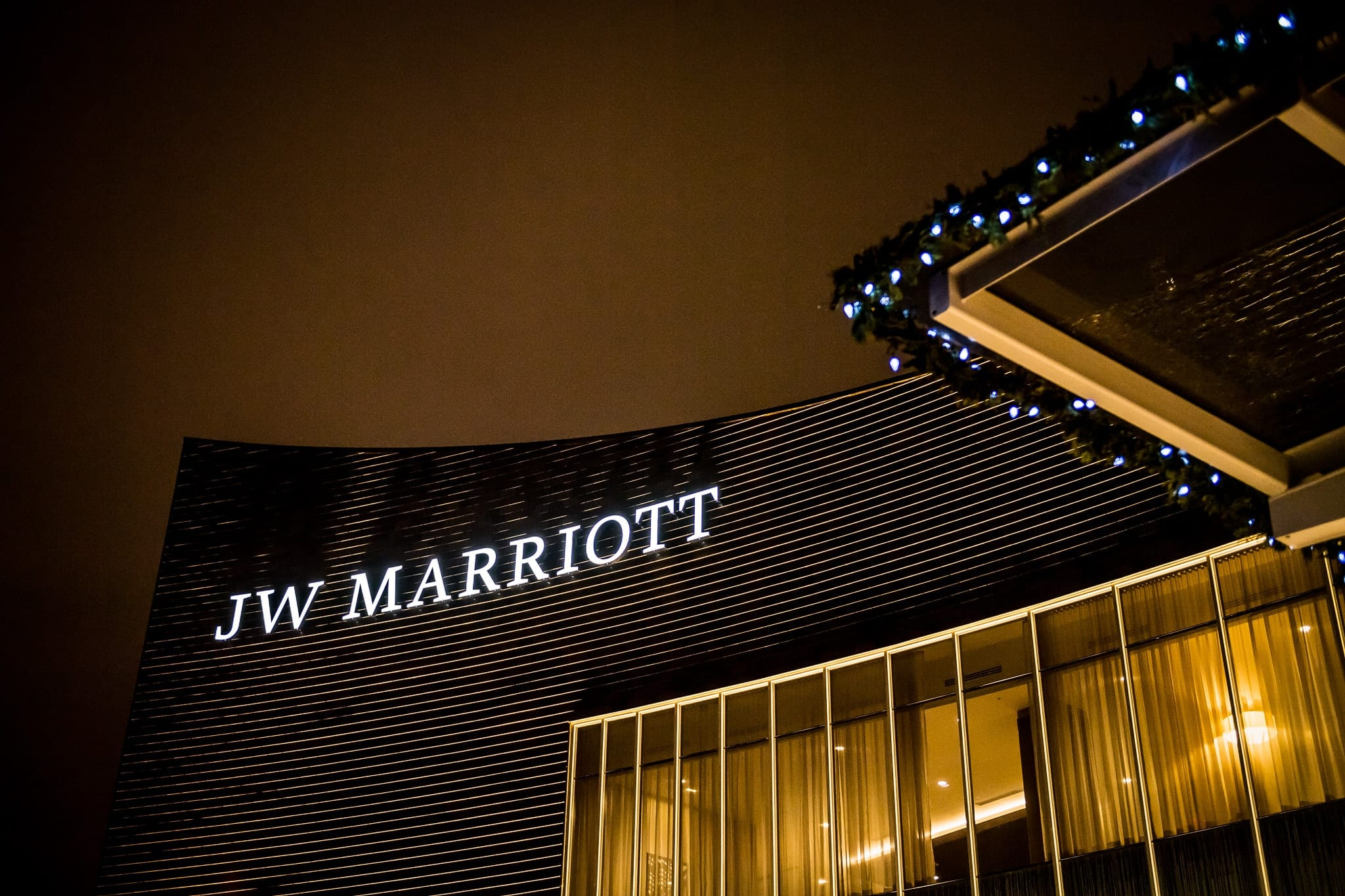 Exterior shot of the building during a winter wedding at the JW Marriott Mall of America